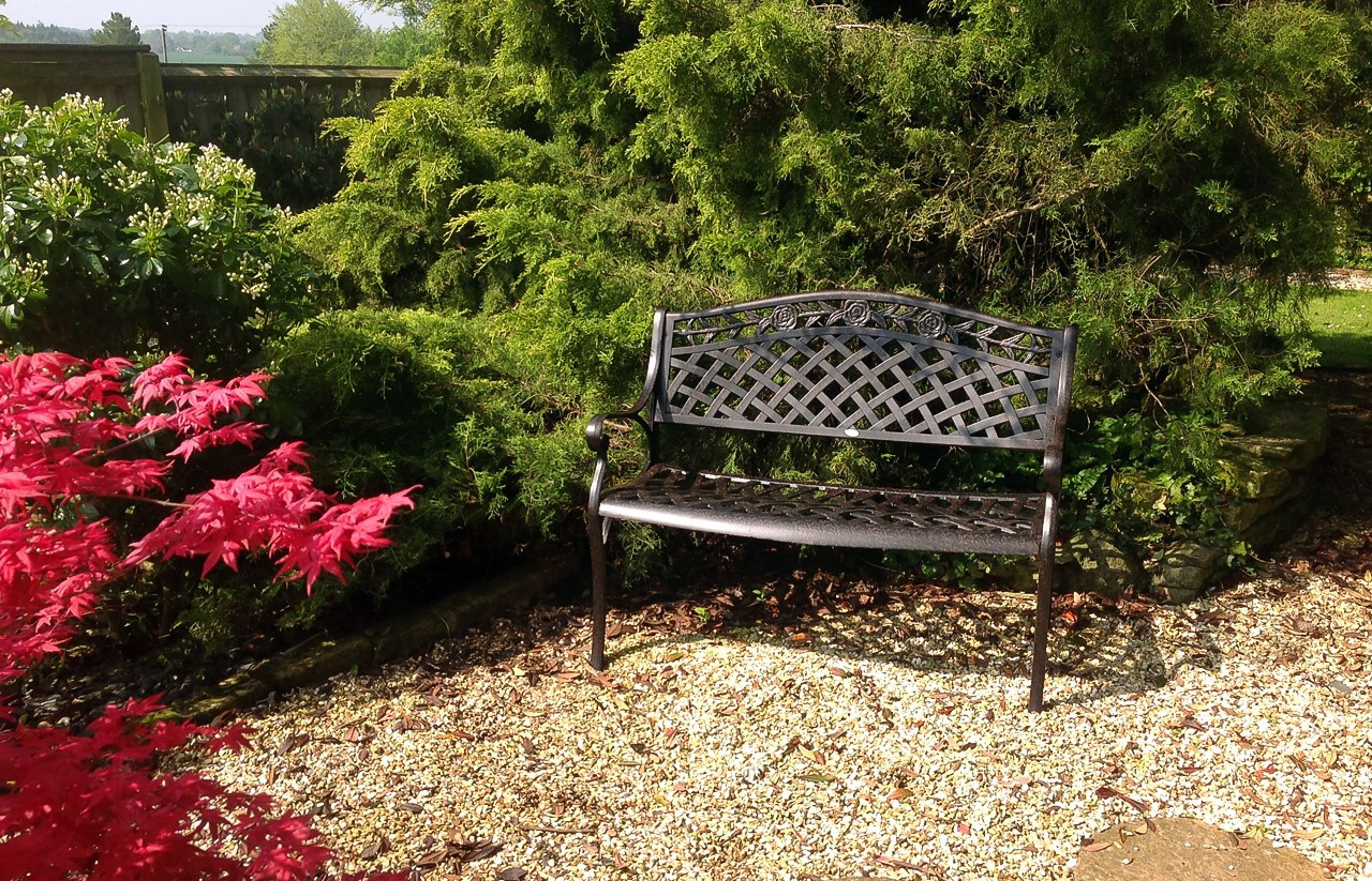 Jasmine-Garden-Tables-And-Chairs-On-Gravel