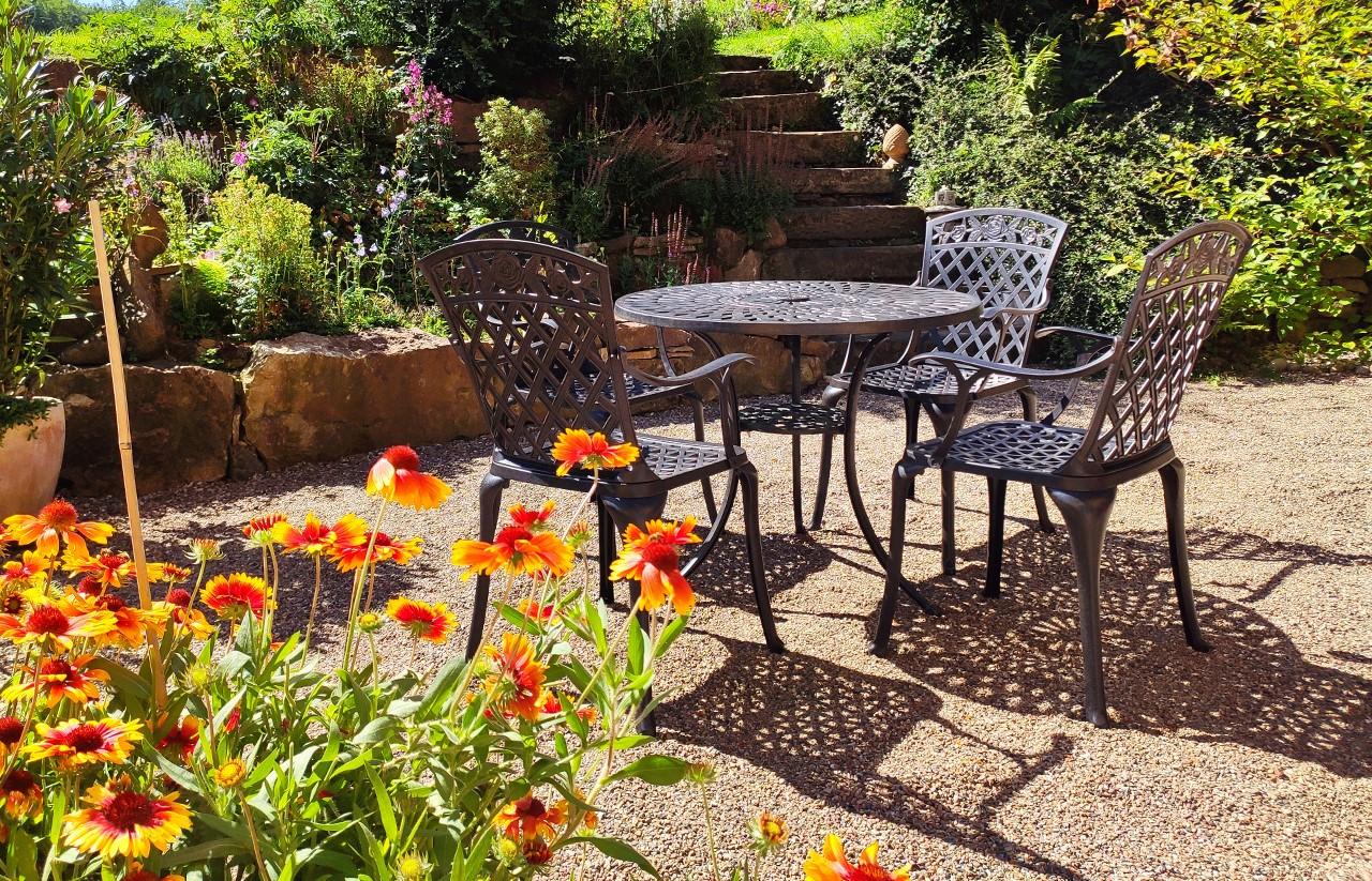Kann man Gartentische und Gartenstühle auf Kies stellen   Lazy Susan