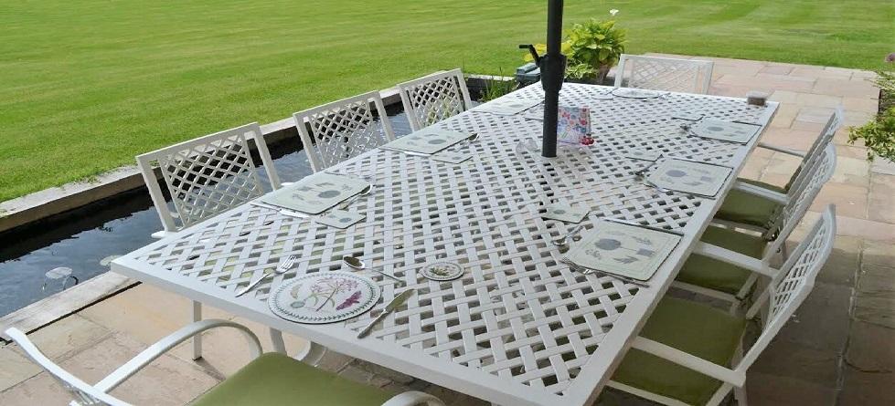 Metall Gartentisch für acht