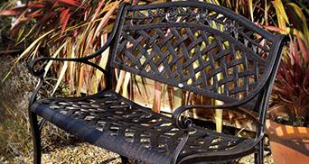 Gartenbänke aus Metall